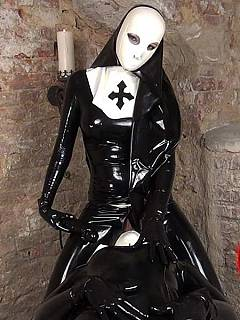 Latex domination fantasy that has lot to do with medieval times and the Crusaders uniform