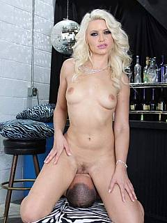 Bitchy blonde feels pretty comfortable with her cunt over the face of a sissy boy