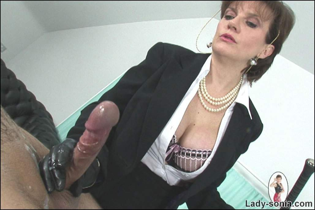 Well you! lady sonia hand job clip
