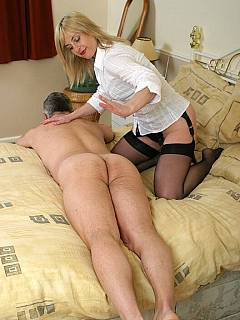 Guy was looking forward to fuck that MILF but ended up being spanked by her