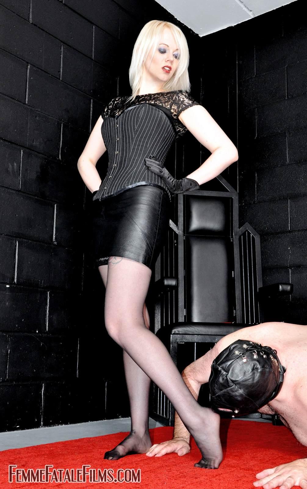 Целуйте ноги рабы 9 фотография