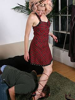 Foot fanatic is just can't sit still when seeil posh high heel shoes his woman is wearing