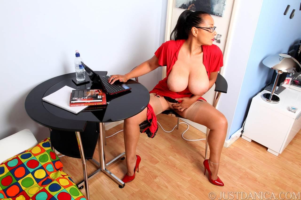 Эро фото пышногрудых секретарш