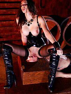 Classic queening action: redhead dominatrix is locked male slave in the box and topping his face enjoying the pussy licking