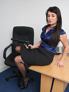 You'd better not mess with the secretary that have a gun in her hands