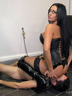 Trampling mistress is doing her job in black knee-boots and then facesitting the slave