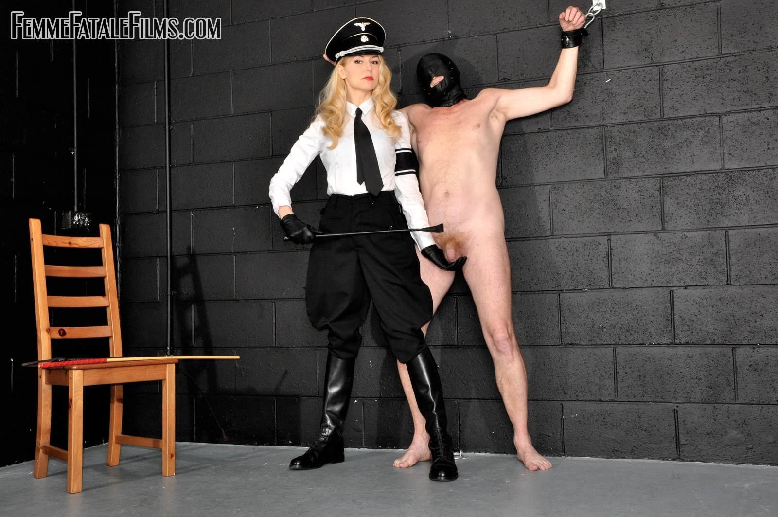 лесбиянки госпожа наказывает свою рабыню в старые времена