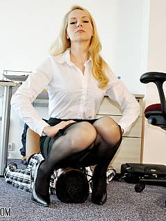 Office lady is doing her job with a nice foot stand in the form of submissive male under the table