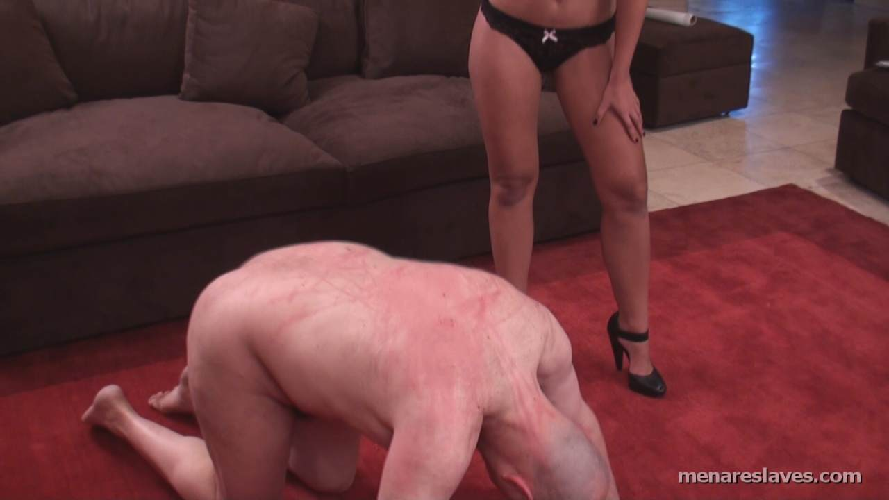 Picture #9 of Slave on all fours is kissing the girl each time she lashes his back with the whip