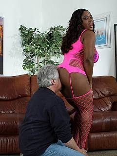 Demanding plumper in enjoy having submissive male face in close contact with her fat ass