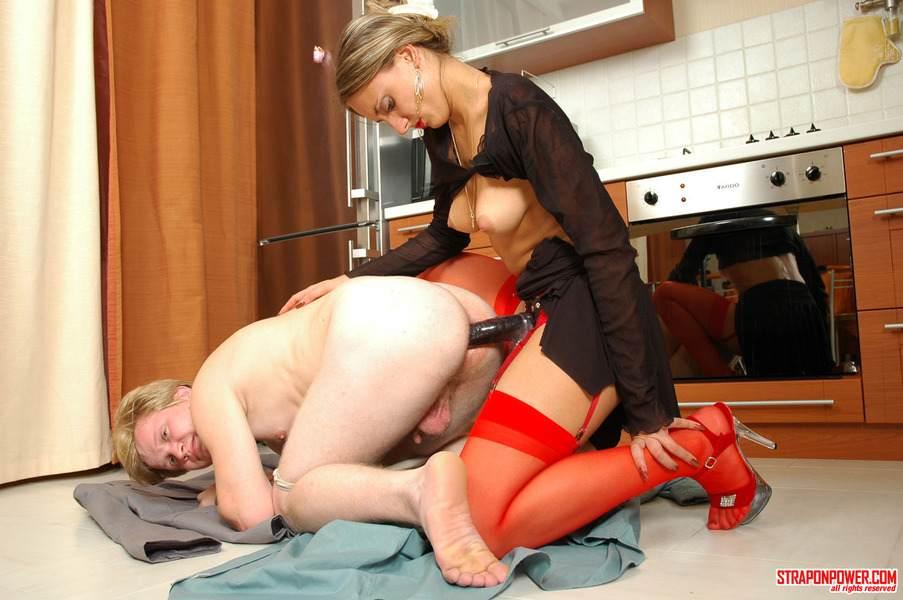 Порно страпон со зрелыми женщинами порву
