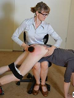 Office dude is getting spanked OTk by the strict lady boss for browsing internet at working place