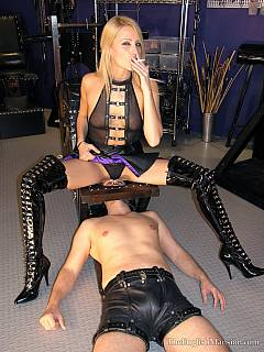 Dominatrix removed chastity cage so the slave could masturbate while she is smothering his face with her sexy butt