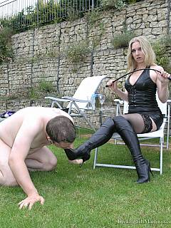 Cruel lady used BDSM spreader to keep slave's mouth open wide so she could spit into and plug a big strap-on easily