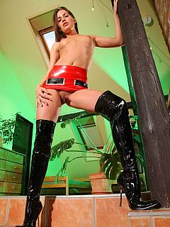 Mistress is latex is going to give your ass a few whipping strokes with riding crop while you are looking at her exposed pussy