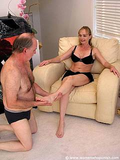 Sporty babe is letting older guy to worship her feet and then spanks him like if he was a bad dog