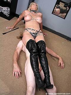 MILF dominatrix is doing kinky facesitting in classy leather knee-boots and tiny panties