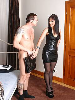 Dude is visiting his mistress to be peed all over by a beautiful woman in stockings