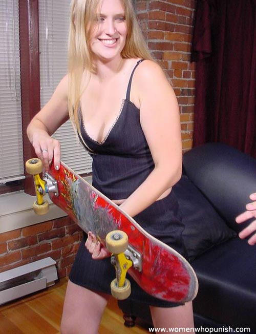 Picture #4 of Woman ia crazy enough to use skateboard for punishing a man there is no paddle available
