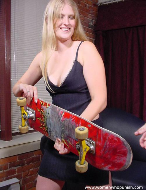 Picture #5 of Woman ia crazy enough to use skateboard for punishing a man there is no paddle available