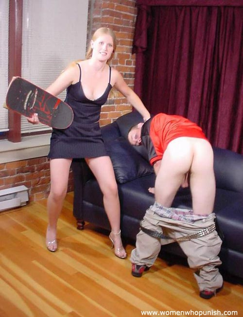 Picture #10 of Woman ia crazy enough to use skateboard for punishing a man there is no paddle available