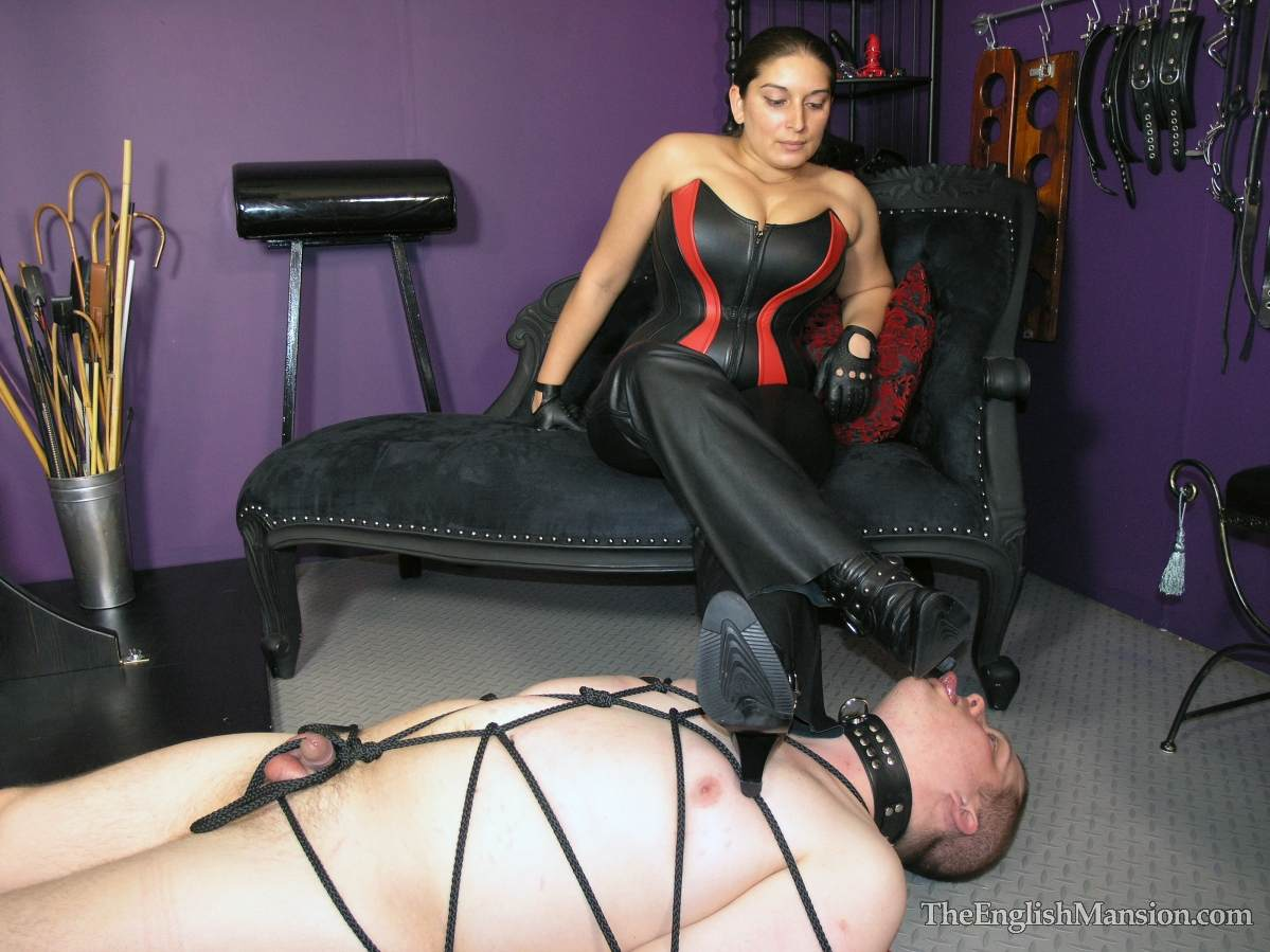 Picture #4 of Plump lady is all dressed up in leather and trampling a man after binding him helplessly with thin black rope