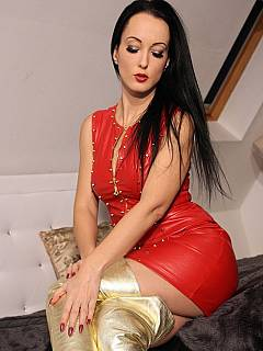 Mistress is in need of a slave to worship her new golden knee-boots