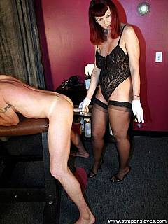 A set of rubber gloves and a sex toy is all dominant lady needs to provide proper training thge for cock-loving sissy slave