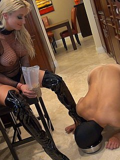 Fetish Goddess is dressed up like a slut whe feeding naked slave from the bowl