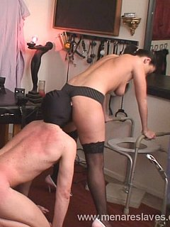 Ass whipping motivates kneeling slave to put his face deeper in between girl butt cheeks and smell her farts