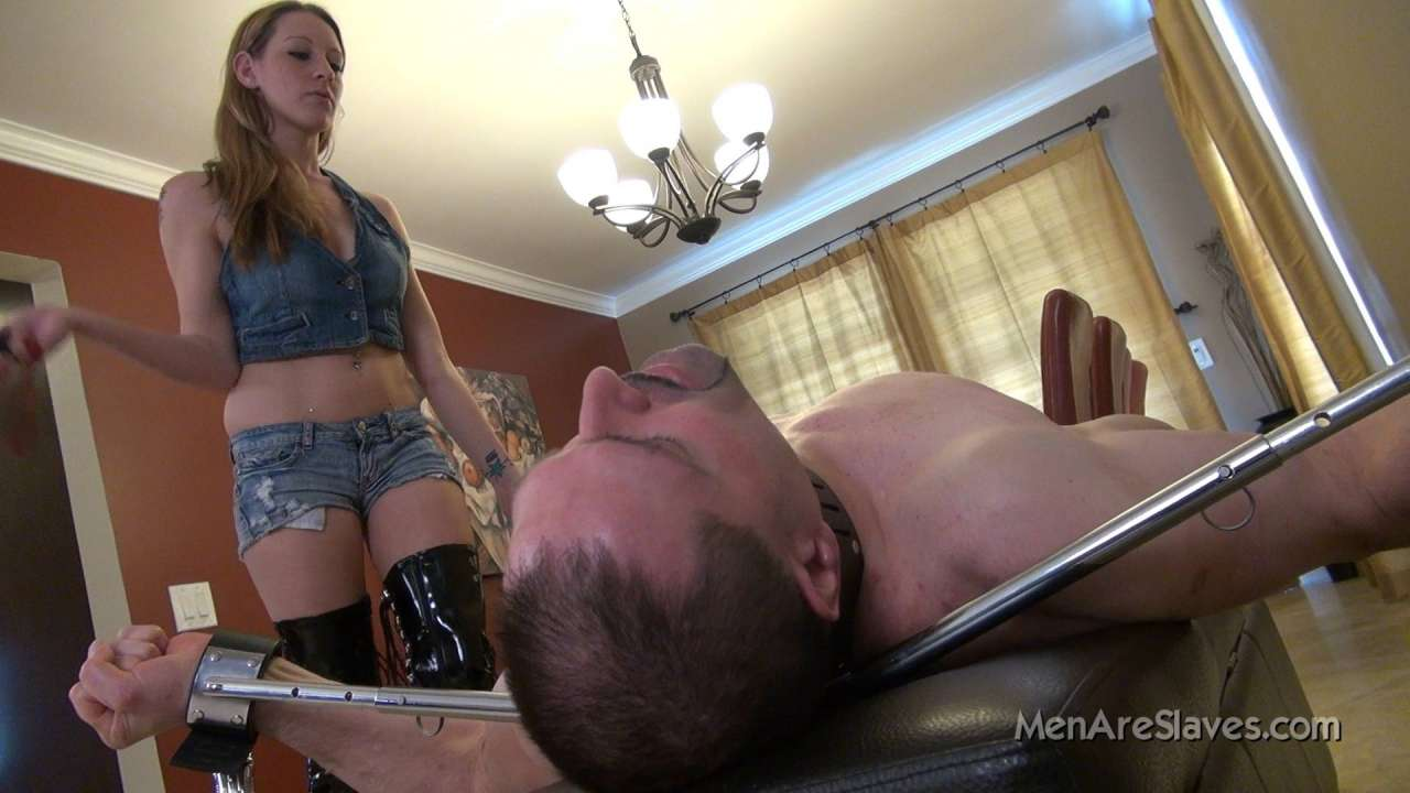 Picture #3 of Cruel bitch is doing a hardcore whipping punishment to exposed slave but sometimes she takes a pause to kiss the man in a very erotic manner