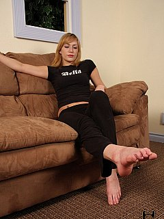 Blond is making her relationship better by making her man worship her bare feet